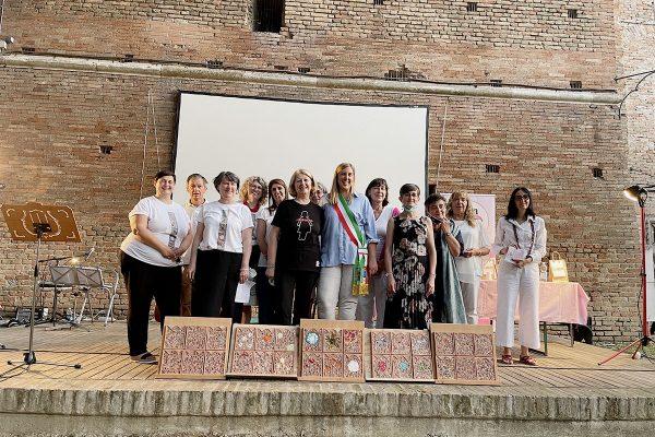 Serata 20-anni Linea Rosa Russi gruppo